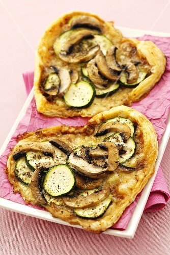 Heart-shaped courgette and mushroom puff pastry tarts