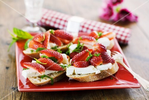 Feta cheese and strawberries on bread