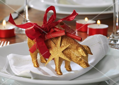 Golden pig with wishes