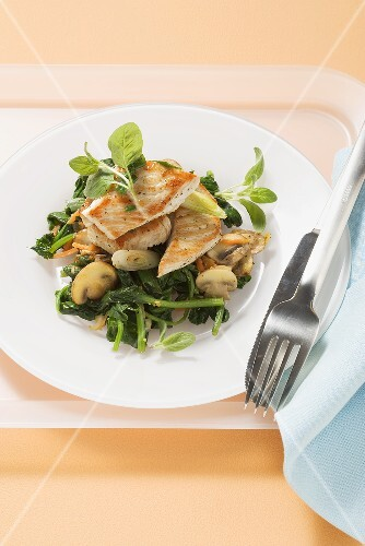 Turkey with spinach and mushrooms