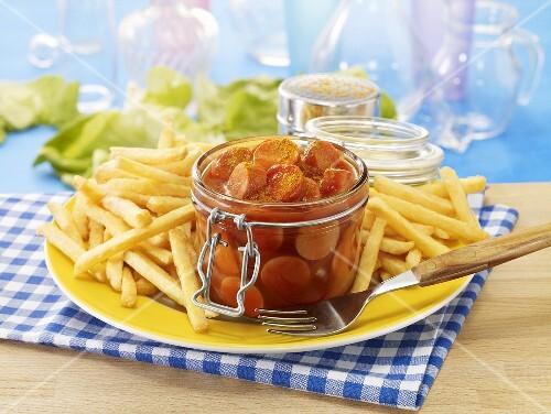currywurst im glas mit pommes frites bild kaufen. Black Bedroom Furniture Sets. Home Design Ideas