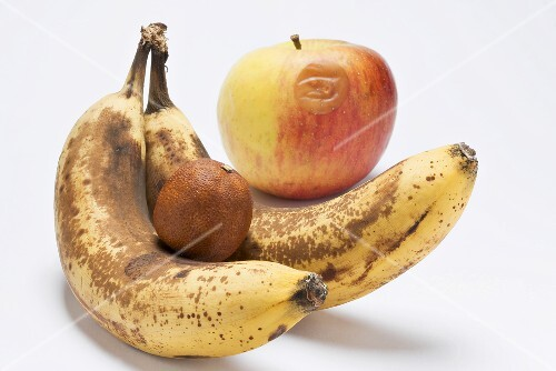 Over-ripe bananas, bad apple and dried-up clementine