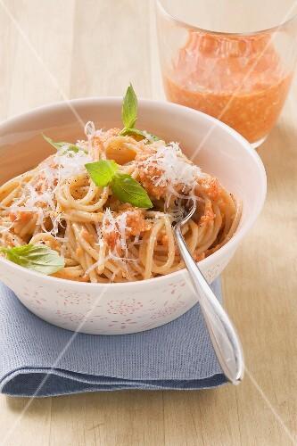 Spaghetti al pesto di peperone (Spaghetti with pepper pesto)