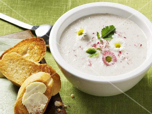 Radish soup with daisies