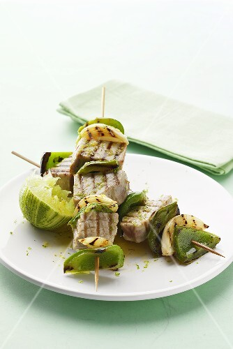 Grilled tuna kebabs with lime sauce