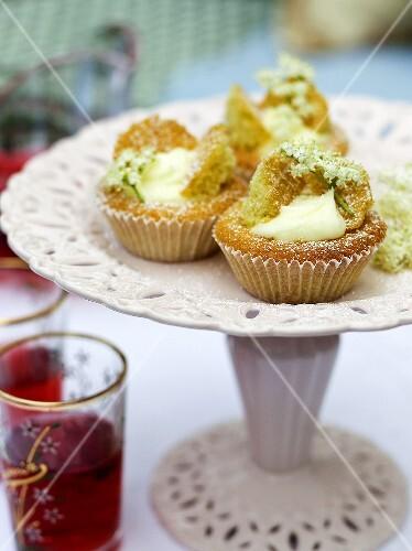 Cupcakes with elderflowers
