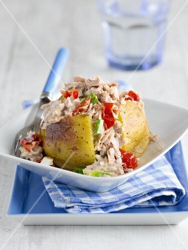 A jacket potato with tuna