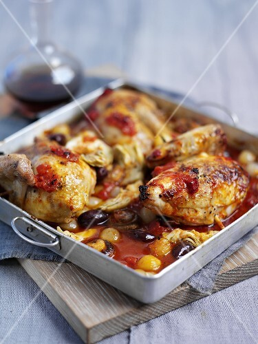 Chicken in a tomato and vegetable sauce