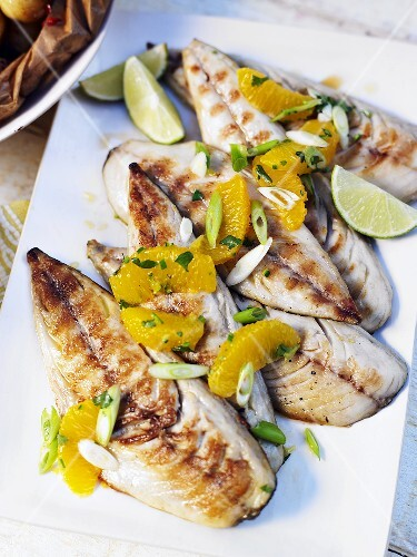 Grilled mackerel fillets with oranges and spring onions