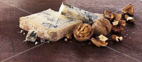 Gorgonzola and walnuts