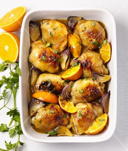 Chicken with oranges and red onions
