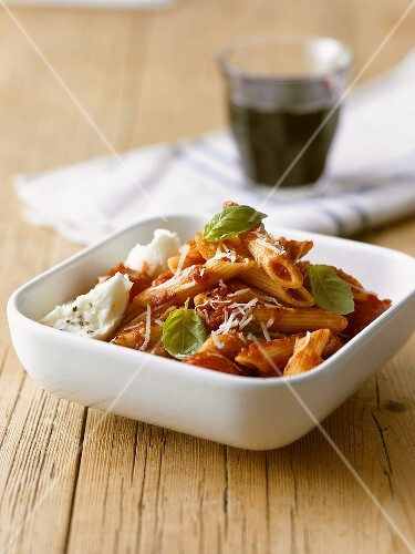 Penne with tomatoes and mozzarella