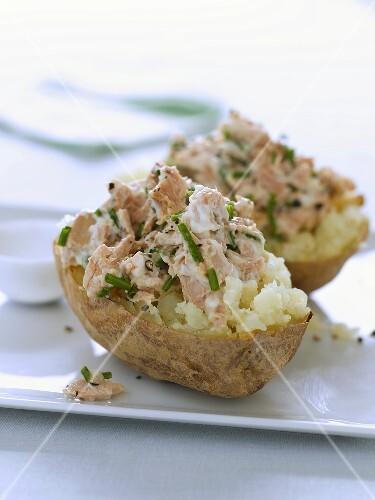 Potatoes stuffed with tuna salad