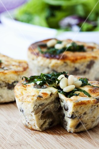 Small mushroom and mozzarella quiches with pine nuts