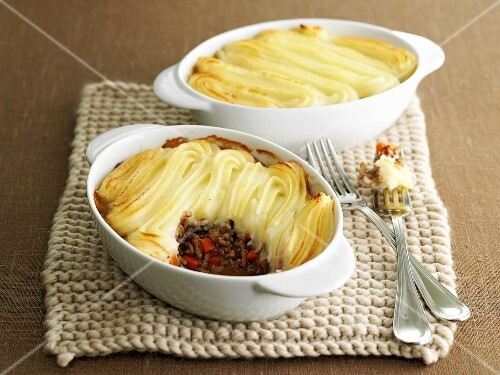 Shepherd's pies (Mince with mashed potato topping, UK)