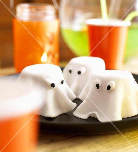 Ghost cakes for Halloween
