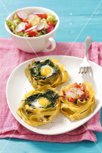 Pasta nests filled with spinach, egg and smoked ham