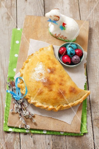 Meat-filled pirogge for Easter