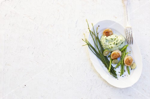 Fried scallops with asparagus and chive puree