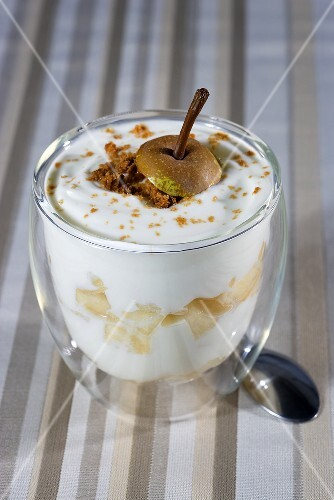 Yogurt with pears
