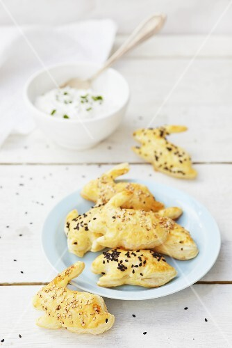 Puff pastry rabbits with sesame and yogurt dip