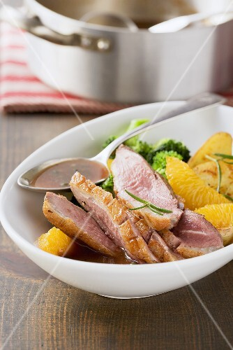 Roast duck breast with oranges and duck sauce