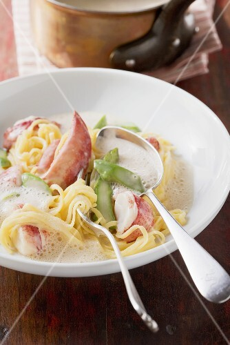 Pasta with lobster cream sauce