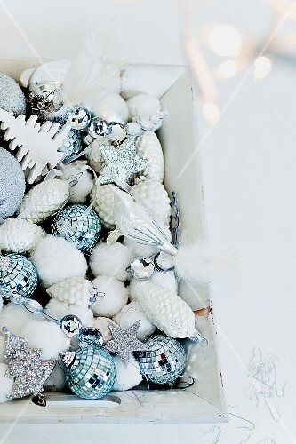 A tray of Christmas tree baubles
