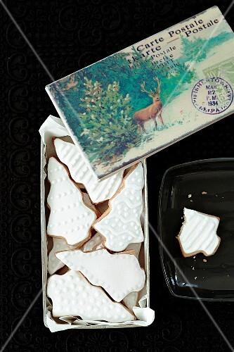 Mürbteigplätzchen mit weissem Zuckerguss, Weihnachtskarte