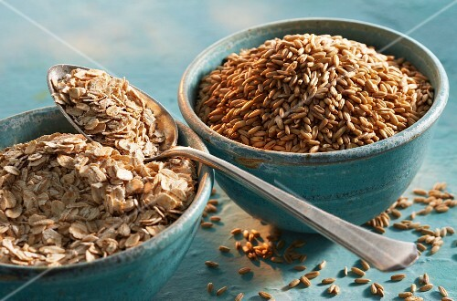 Oat bran and rolled oats in bowls