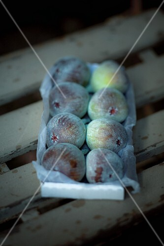 Fresh figs in cardboard box