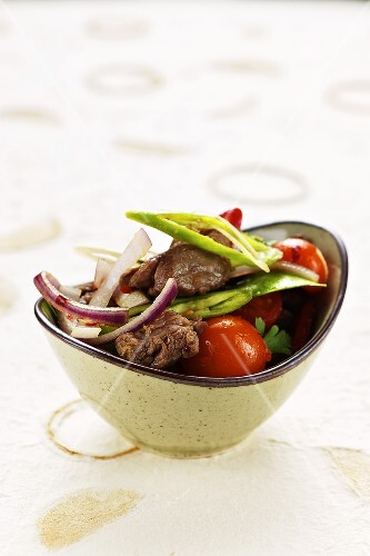 Beef salad with lemon grass and cocktail tomatoes