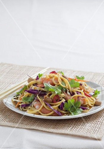 Hokkien noodle salad with prawns (Asia)