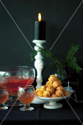 Grapefruitbowle und Käsewindbeutel zu Weihnachten