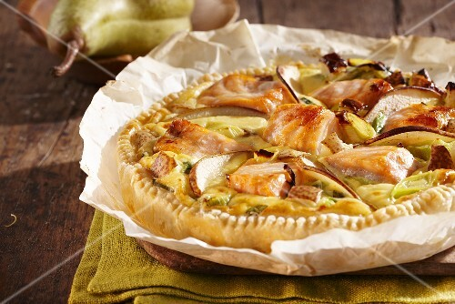 Salmon quiche with pears