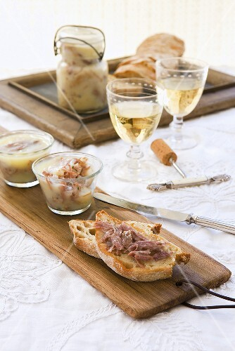 Duck rillettes on white bread with white wine