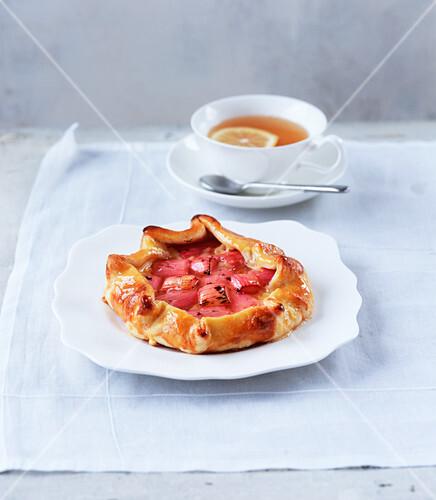 Rhubarb and vanilla pie