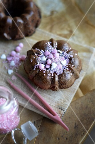 Small chocolate cake with a pink decoration