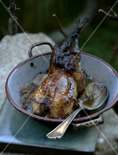 Roasted quail with onions