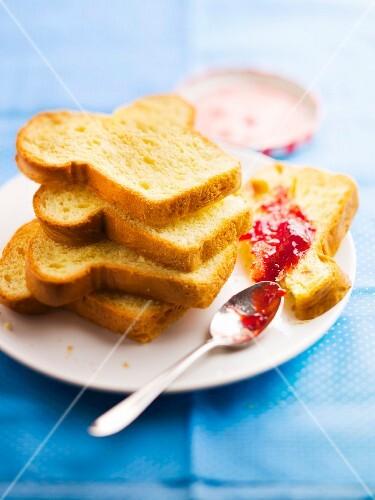 Slices of brioche, strawberry and wild strawberry jam