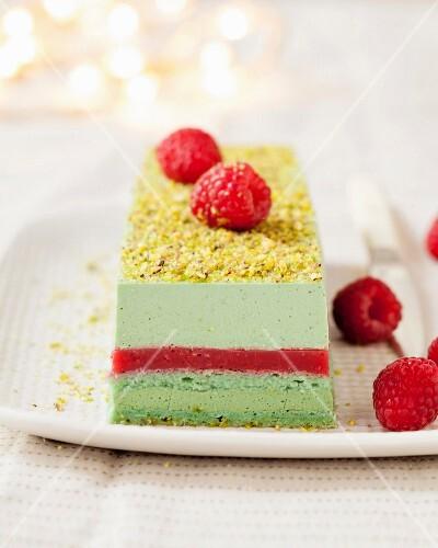 Pistachio-raspberry Christmas log cake