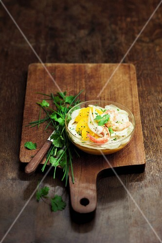 Fennel carpaccio with orange and shrimps on a bed of potato-carrot mash