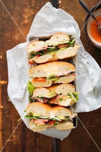 Raw vegetable bagel sandwiches