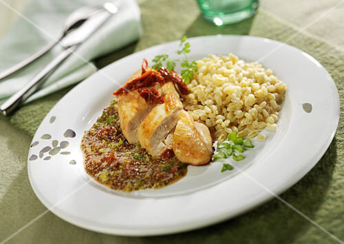 Chicken fillet with traditional mustard and sun-dried tomatoes, plain wheat