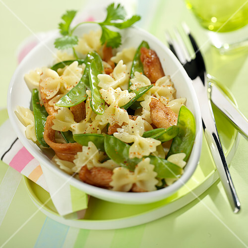 Farfalle with caramelized chicken and sweet peas