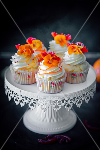 Cupcake with blood orange and candied oranges