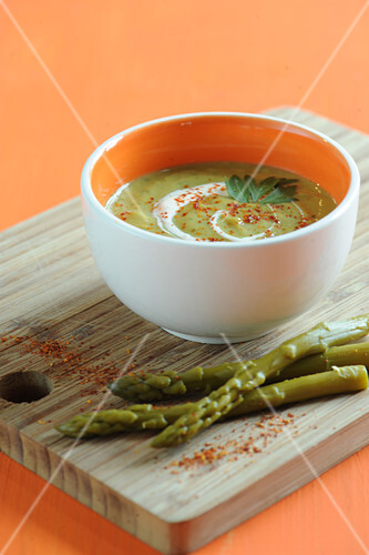 Cream of green asparagus soup with Espelette pepper