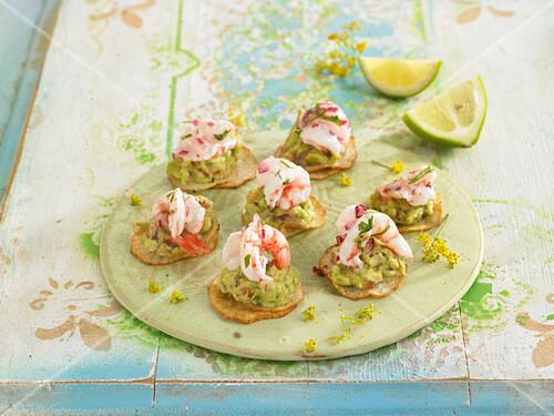 Yam crisps with guacamole and marinated shrimps