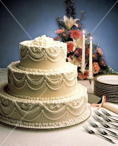 Dreistockige Weisse Hochzeitstorte Mit Bilder Kaufen 606671