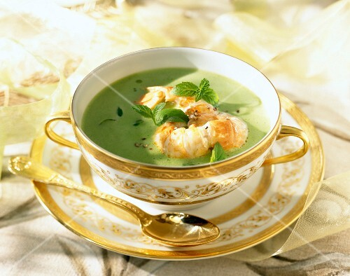 Creamed pea soup with Dublin Bay prawns